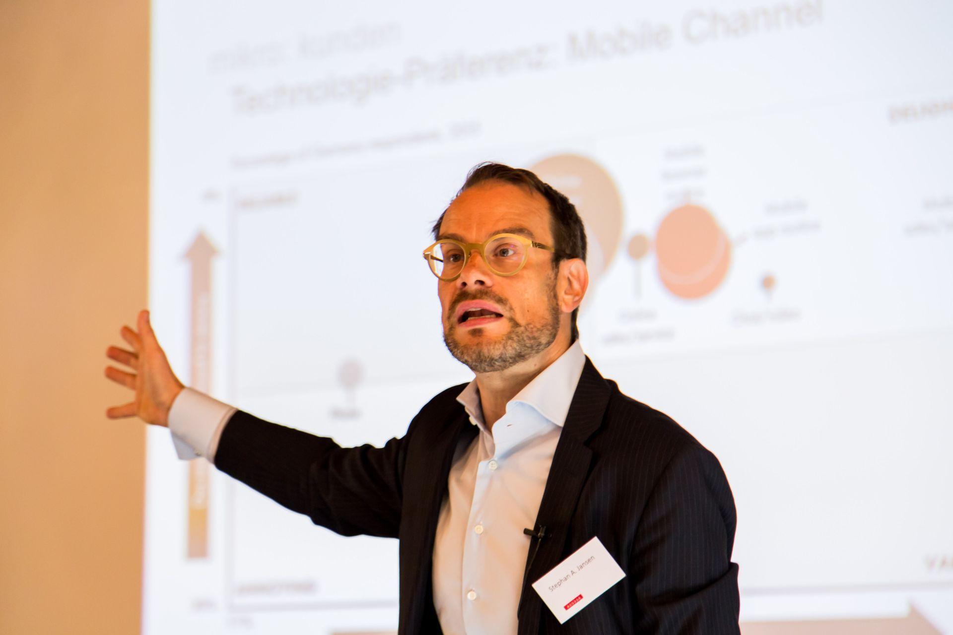 Professor Jansen spricht bei PRO-DIRECT-FINANCE Workshop über Digitalisierung