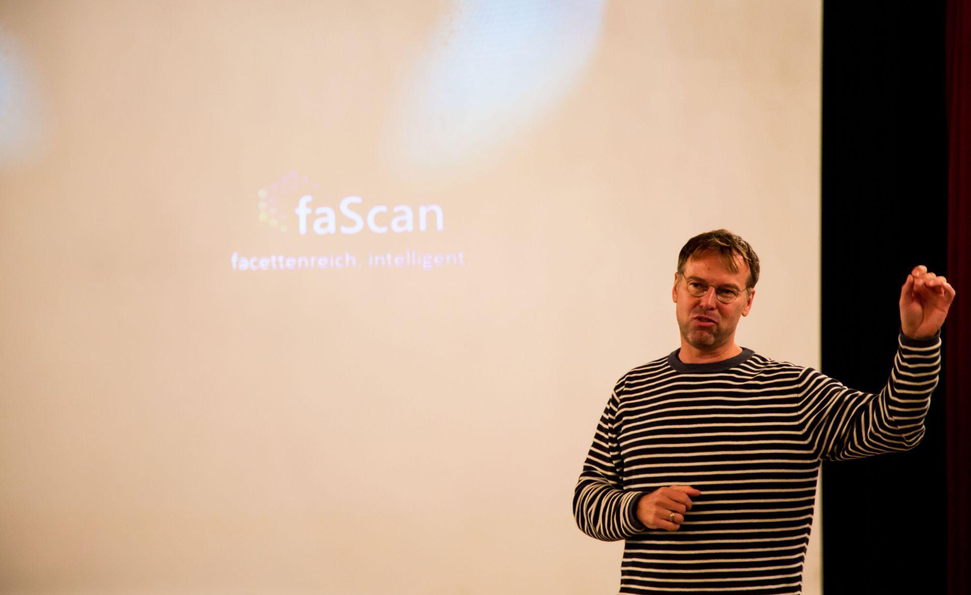 PRO-DIRECT-FINANCE Geschäftsführer Siegfried Fichtler bei der Vorstellung des Forschungsprojektes faScan